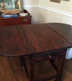 Mid-18th Century Country Chippendale Drop leaf table